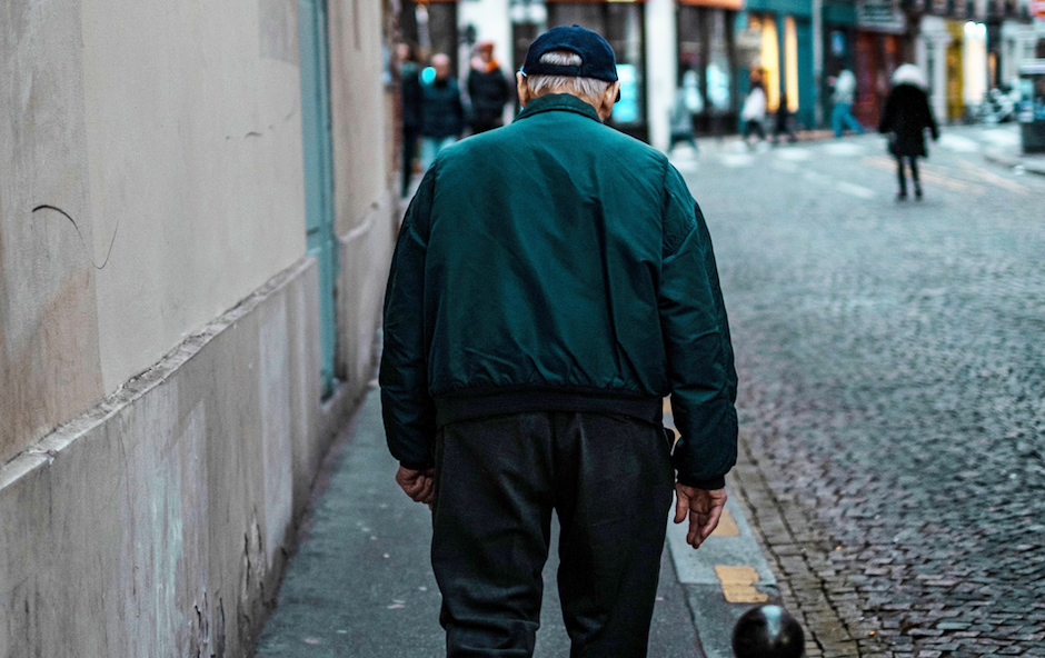 """Loneliness has spread in the West accompanied by an aging demographic. / <a target=""""_blank"""" href=""""https://unsplash.com/@thomasdeluze"""">Thomas de LUZE</a>, Unsplash CC0,"""