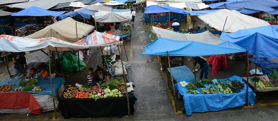 """Markets such as this one in Managua, Nicaragua, have not been restriced during the Covid-19 crisis. / Photo:  <a target=""""_blank"""" href=""""https://www.flickr.com/photos/ciat/"""">CIAT</a>, Flickr, CC,"""