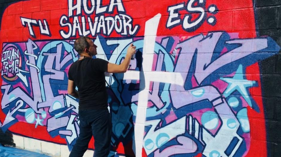 Seth Vañó making a graffiti in the Spanish city of Alicante. / DolarOne.,
