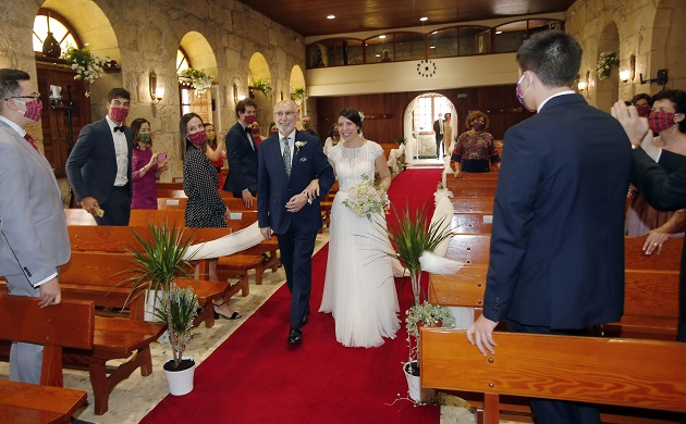 Only 50 guests, all of them with face masks, were present as Dalila entered the church.