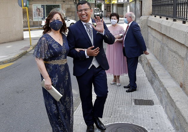 Gustavo was one of the few at his wedding not wearing a face mask.