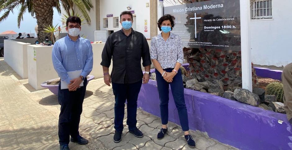 UNHCR representative in Spain, Sophie Muller, visited the evangelical church Modern Christian Mission in Fuerteventura. / MCM.,