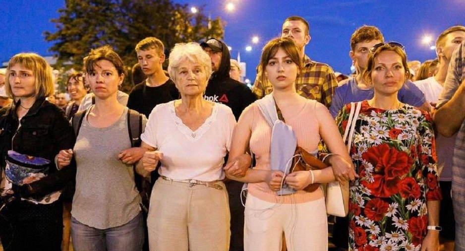 "Belarussian citizens protest in Minsk in the first hours after the Presidential election of 9 August 2020. / Photo: Social media via <a target=""_blank"" href=""https://kyky.org/"">Kyky Belarus</a>.,"