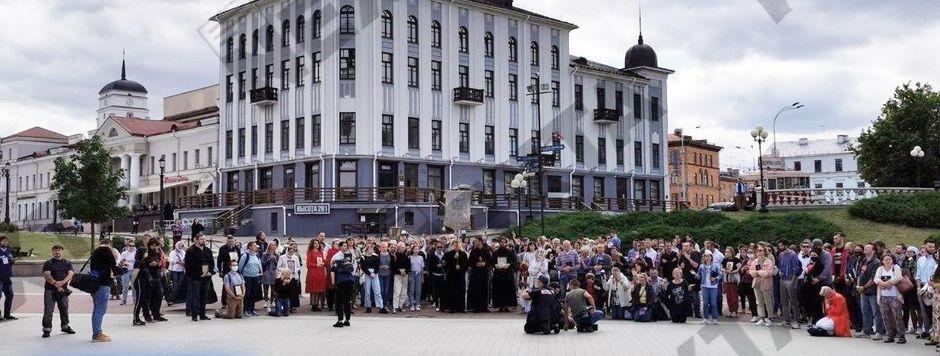 Belarussian Chrisitans of different denominations praying in Minsk. / Nexta Belarus.,