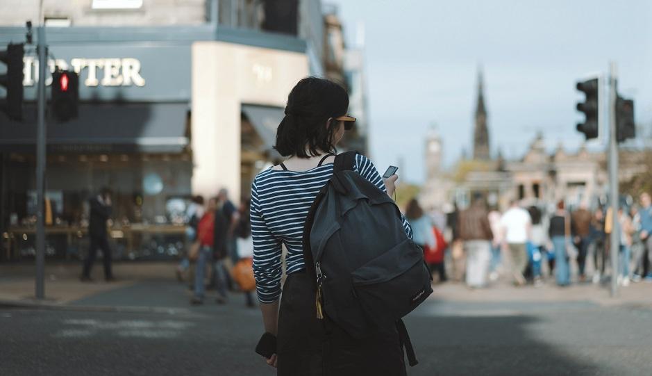"A street of Edinburgh, Scotland. / Photo: <a target=""_blank"" href=""https://unsplash.com/@rosssneddon"">Ross Snedon</a>, Unsplash, CC0,"