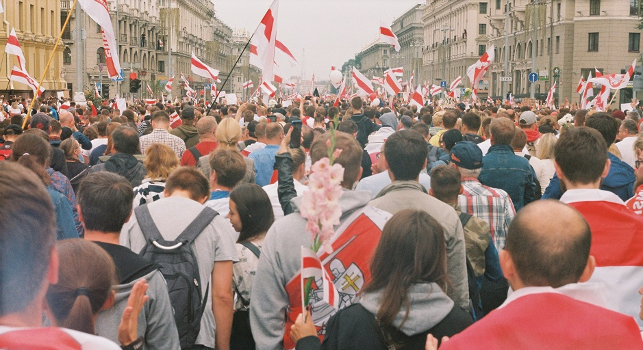 "Pro-democracy protesters in Minsk, Belarus, in the summer of 2020. / Photo: <a target=""_blank"" href=""https://unsplash.com/@arnidan"">Andrew Keymaster</a>, Unsplash, CC0,"