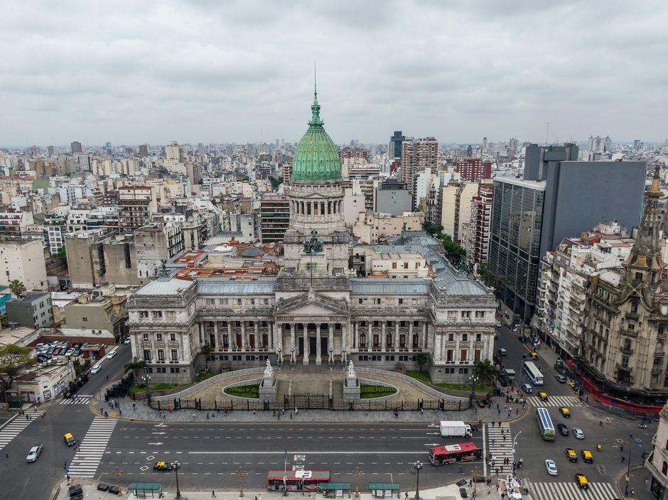 "Buenos Aire, Argentina <a target=""_blank"" href=""https://unsplash.com/@nestorbarbitta"">Nestor Barbitta</a>, Unsplash CC0.,"
