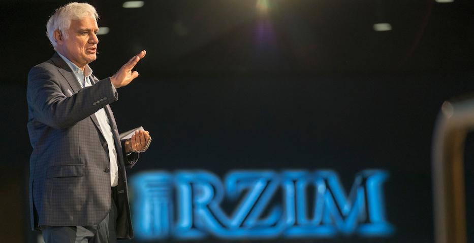 "Ravi Zacharias, speaking at an event in Georgia (US), in 2018. / Photo: <a target=""_blank"" href=""https://www.rzim.org/"">RZIM</a>.,"