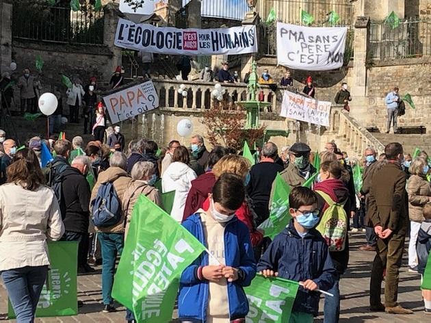 Manifestação da lei anti-bioética em outra cidade da França.  /