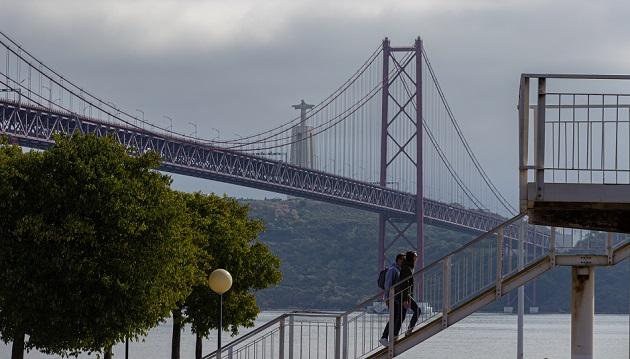 A bridge in Lisbon, Portugal. / Photo: Viktoria Spokojna, Unsplash, CC0