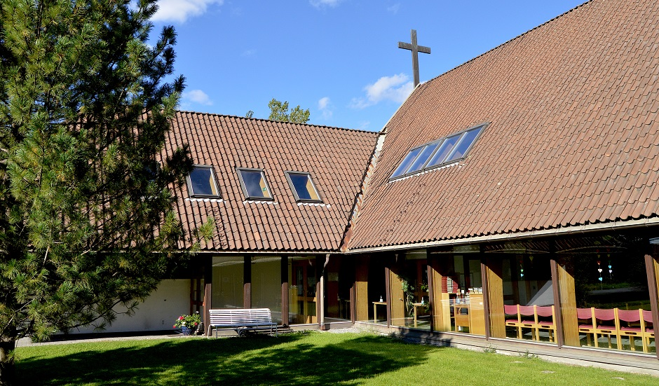 """Bærum Baptist Church just outside of Oslo, Norway risks exclusion after the election of a married lesbian woman to the local church counsil. The disagreements threaten to split the Norwegian Baptist Union. / Stein Gudvangen, <a target=""""_blank"""" href=""""https://www.kpk.no/"""">KPK</a>.,"""