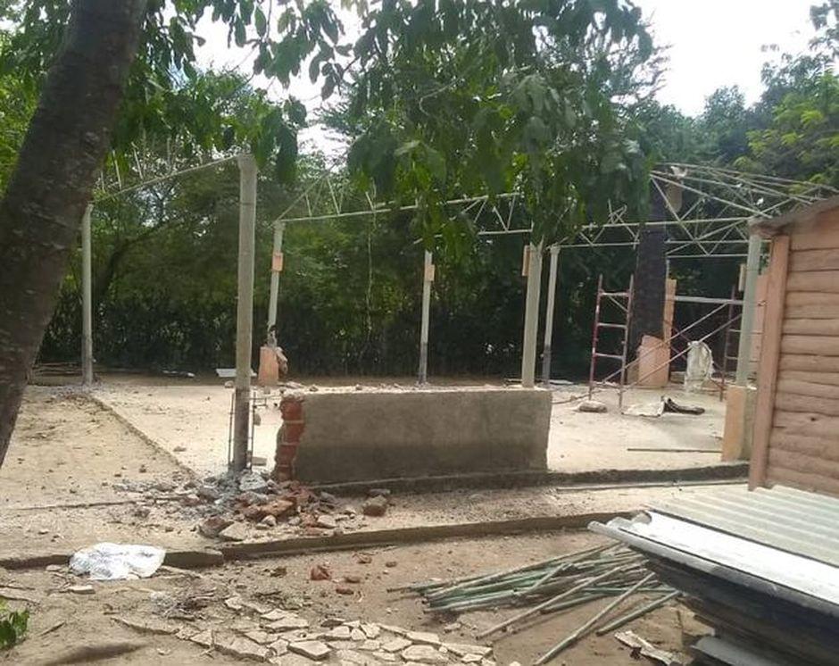 Demolition of the Assemblies of God church. / Ricardo Fernández.,