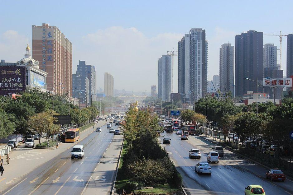 "Taiyuan, China <a target=""_blank"" href=""https://pixabay.com/es/photos/ciudad-calle-taiyuan-3810986/"">Chasecaicai</a>, Pixabay, CC0.,"