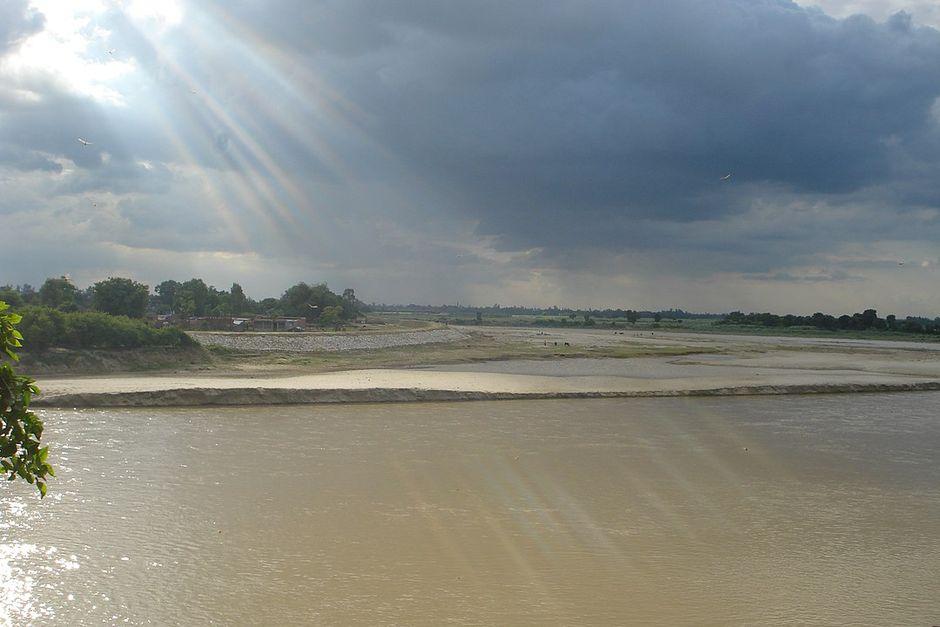 "River Garrah in Shahjahanpur District. / <a target=""_blank"" href=""https://en.wikipedia.org/wiki/Shahjahanpur#/media/File:River_GARRAH_Shahjahanpur,_Uttar_pradesh,_India.JPG"">Pranavspn. Wikipedia.</a>,"