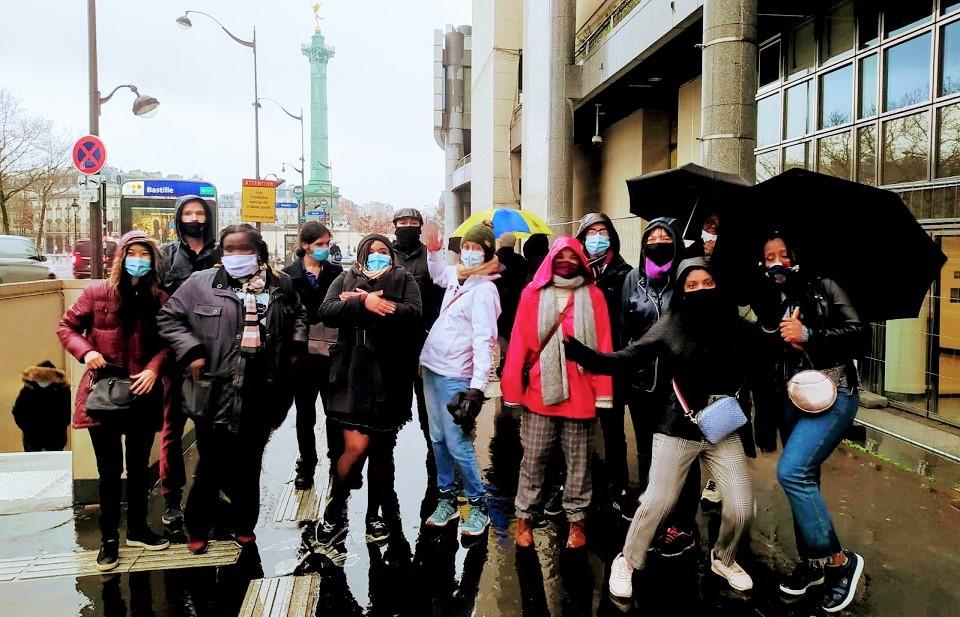 University students gathering for an outdoors walk in Paris. / M. Poujol, GBU France,