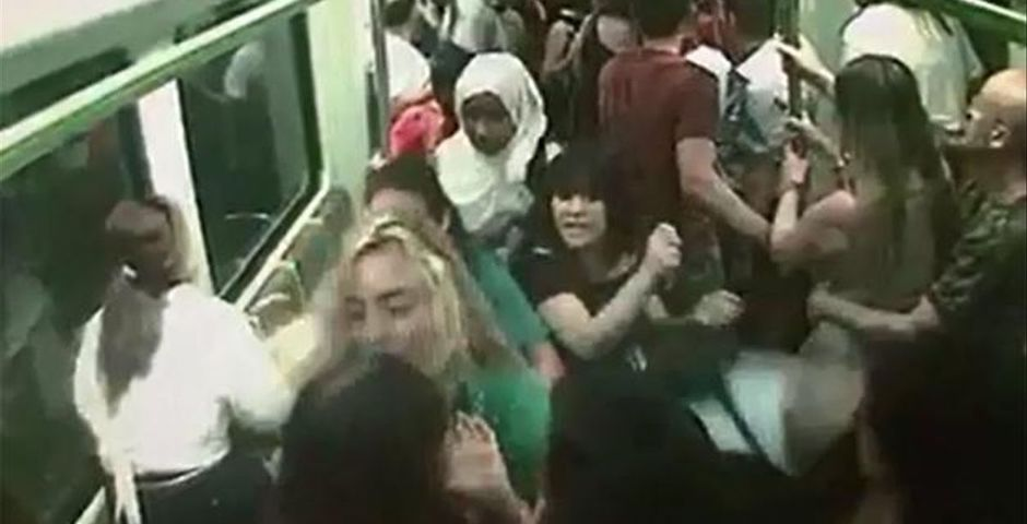 """An image of the security cameras of the Metro Valencia the day the stampede happened. / <a target=""""_blank"""" href=""""https://www.eldiario.es/"""">Eldiario.es</a>,"""