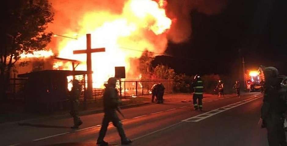 """One of the burned churches in the Araucanía region,Chile . / <a target=""""_blank"""" href=""""https://www.adnradio.cl/"""">ADN</a>,"""