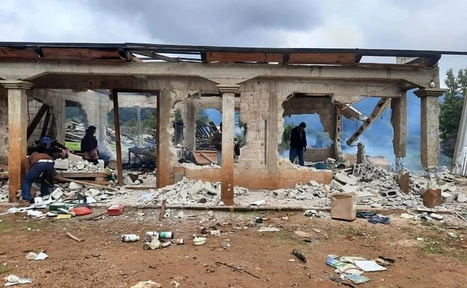 "Photo: one of the properties burned down in Mitzitón, Chiapas, Mexico. / Photo via <a target=""_blank"" href=""https://www.eluniversal.com.mx"">El Universal</a>,"