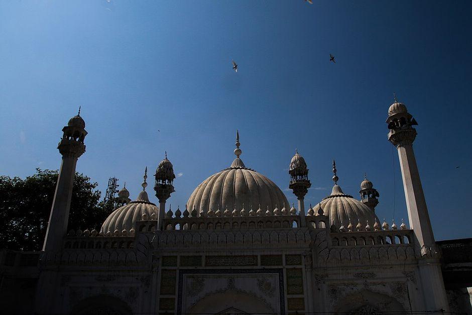 "Jamia mosque in Gujranwala City, Pakistan. / <a target=""_blank"" href=""https://commons.wikimedia.org/wiki/File:Jamia_Masque_Sher_shah_suri,Sheranwala_Garden,Gujranwala,Punjab,Pakitsan.jpg"">Muhammad Zubair Zaibi, Wikimedia Commons</a>.,"