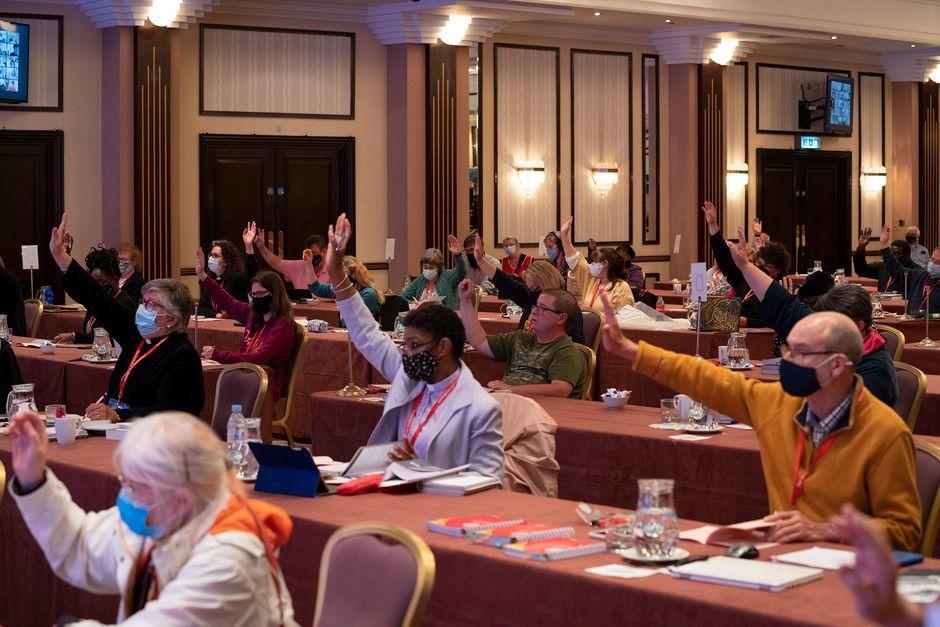 "The vote during the Methodist Conference, /  <a target=""_blank"" href=""https://twitter.com/MethodistGB"">@MethodistGB</a>.,"