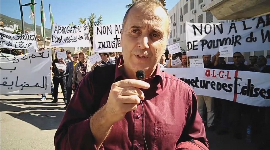 """Pastor Salah Chalah of the Algerian Protestant Church (EPA) denounces the closing of churches in a protest in June 2021. / Video capture <a target=""""_blank"""" href=""""https://www.youtube.com/channel/UCluz7YOu6ScPvBBMDMZsjiA"""">Youtube Les Chrétiens en Algérie</a>,"""