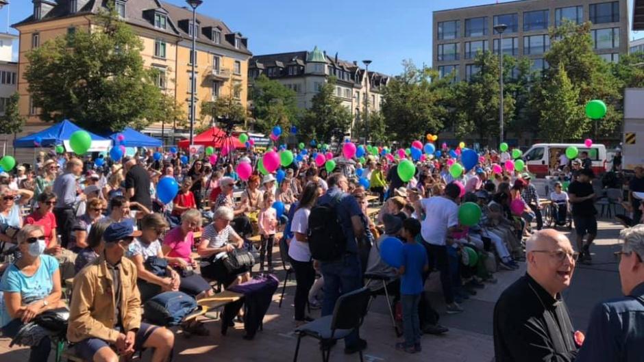 "Abuot 1,400 joined the Swiss March For Life in Zürich, despite the opposition of radicals. / Photo: <a target=""_blank"" href=""https://www.facebook.com/Marsch.fuers.Laebe.Schweiz/"">Marsch fürs Läbe</a> website.,"